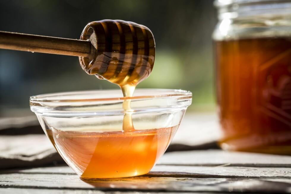 NATURLIG SØTT: Honning er ifølge Berit Nordstrand en smartere måte å spise søtt på, enn sukker.  Foto: All Over Press