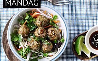Asiatisk nudelsalat med kjøttboller