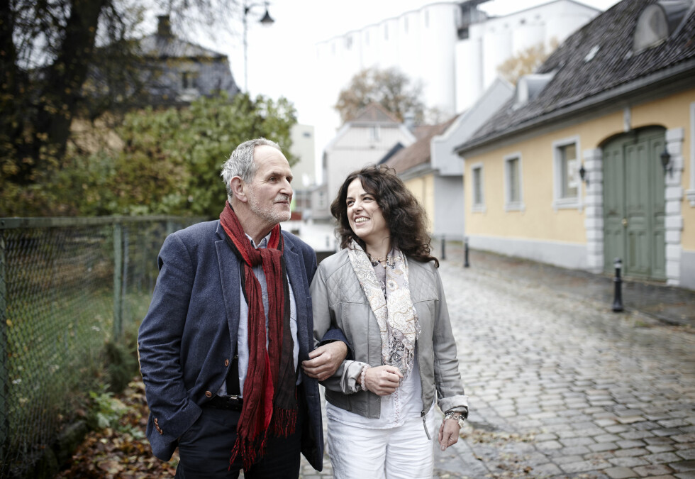 FARSARVEN: I likhet med sin far, er også Tania forfatter. Hun debuterte i 2008 med «Afrika er ikke for alle», og kommer med sin andre bok neste høst. Hun bor i Moss, er mamma til Julia på 22 og kjæreste med Kjetil. Foto: Geir Dokken/All Over Press Norway