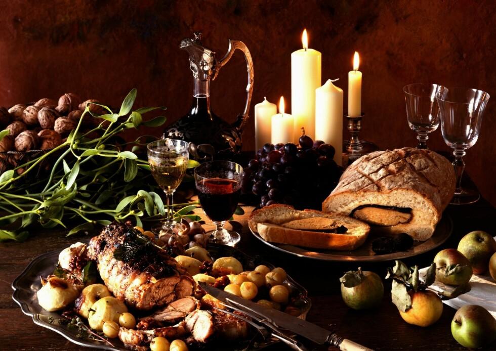 FESTHØYTID: Jula er full av god mat - og du skal ha lov å kose deg med den. Foto: Colourbox