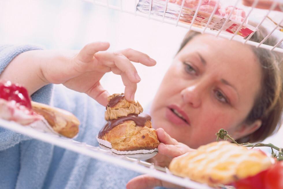 OVERSPISER: Det er langt mer utbredt å ha en overspisingslidelse enn å ha anoreksi.  Foto: All Over Press