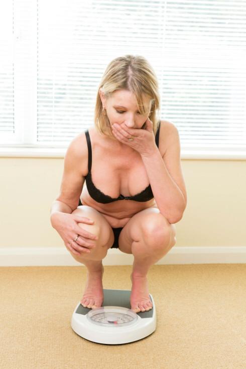 VÆR BEVISST: Forsøk å vri fokus over på andre ting en mat og vekt, er et av rådene. Foto: All Over Press