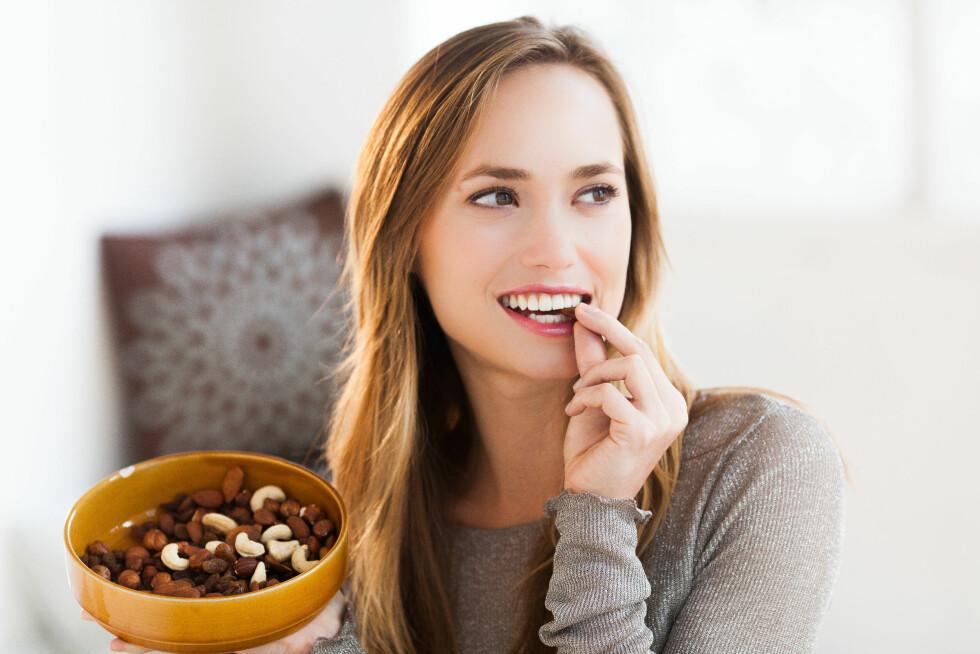 MENGDER: Nøtter er proppfulle av kalorier, så hvor mye er det egentlig greit å spise? Foto: REX/Garo/Phanie/All Over Press
