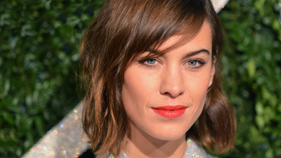 FAVORITTFARGEN: Alexa Chung elsker grått! Foto: All Over