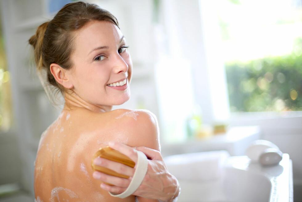 <strong>SKRUBB HUDEN:</strong> Før du skal påføre selvbruning er det lurt å skrubbe huden. Da sitter fargen lengre.  Foto: goodluz - Fotolia