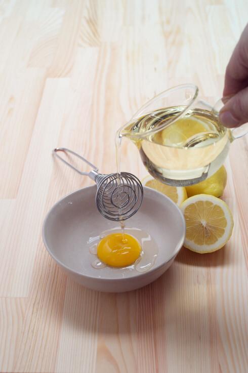 SUNT FETT: Selv om det er mye energi i majonesen, består den av mye sunt fett fra oljen og eggeplommen. Foto: Zoonar GmbH / Alamy/All Over Press