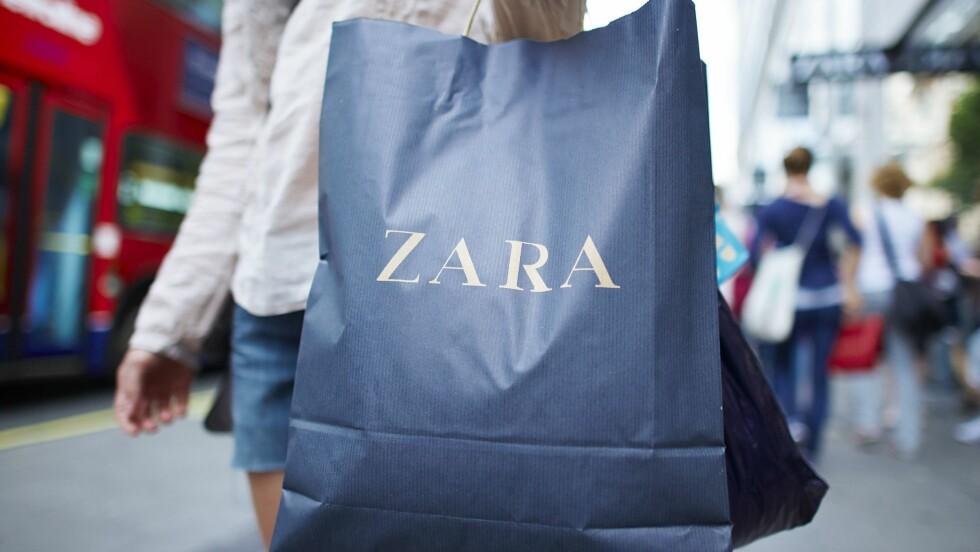 SHOPPING: Det kan bli dyrere å kjøpe klær her til lands nå fremover. Og særlig nettshopping er noe man bør være obs på. Foto: REX/Micha Theiner/City AM/All Over Press
