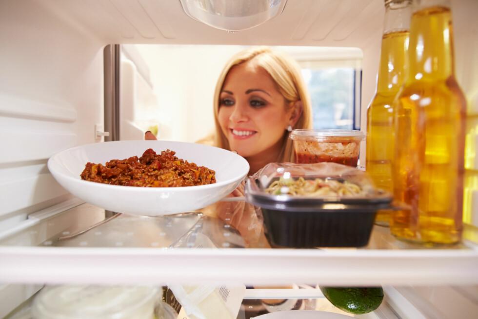 UNNGÅ TUNG OG FET MAT: Du gjør lurt i å unngå å spise tung og fet mat i store porsjoner om kvelden, da forbrenningen din er lavere mens du sover. Foto: Monkey Business - Fotolia