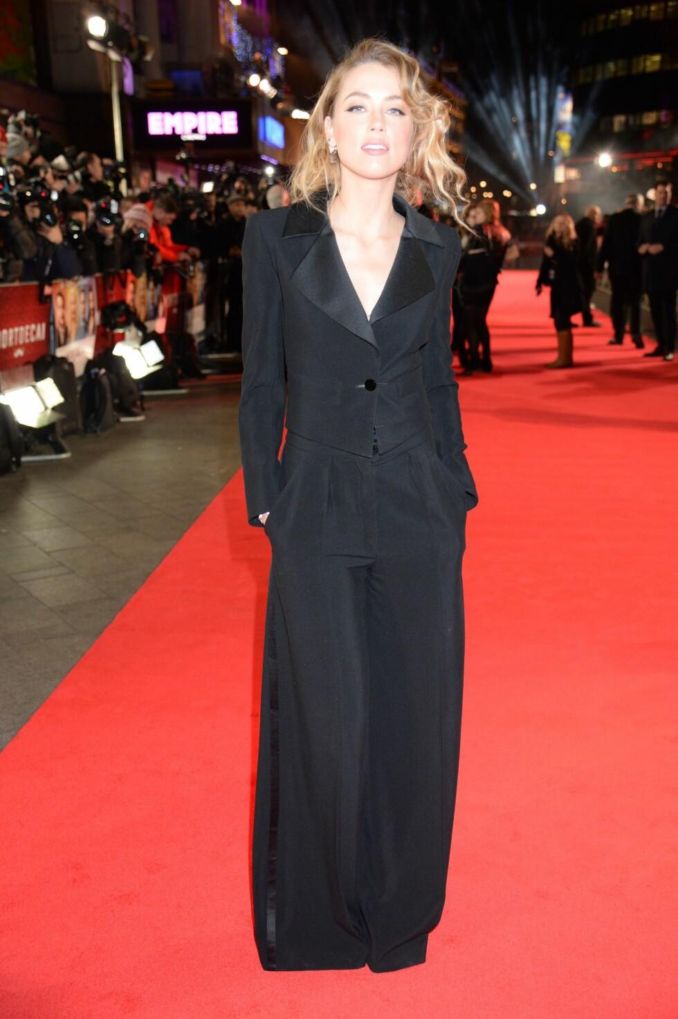 """AVSLAPPET OG KUL: Amber Heard i dress på premiere til filmen """"Mortdecai"""". Foto: REX/Richard Young /All Over Press"""