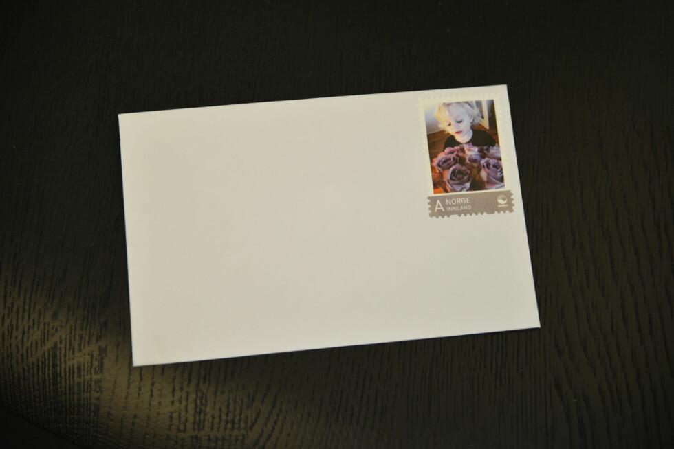 TOPP JULEGAVE: Frimerker med bilder av gullungene på. Det er både praktisk og nydelig, og kan brukes hele året.