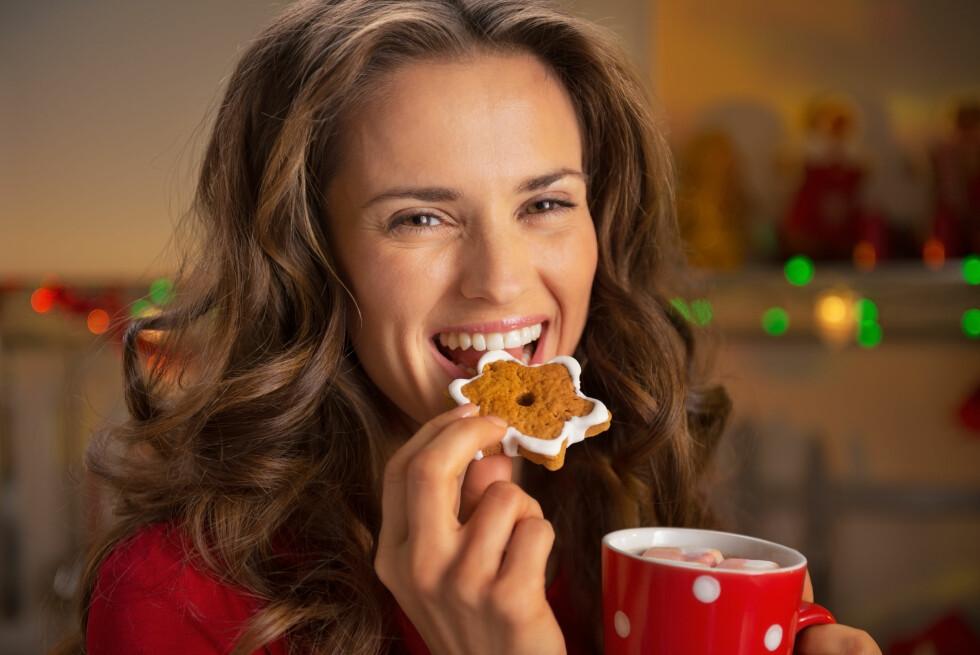 KOMMER I DÅRLIG FORM: Det å spise mer usunt enn man ellers pleier i året, kombinert med lite fysisk aktivitet, er ifølge eksperten selve oppskriften på å komme i dårlige form  Foto: Alliance - Fotolia