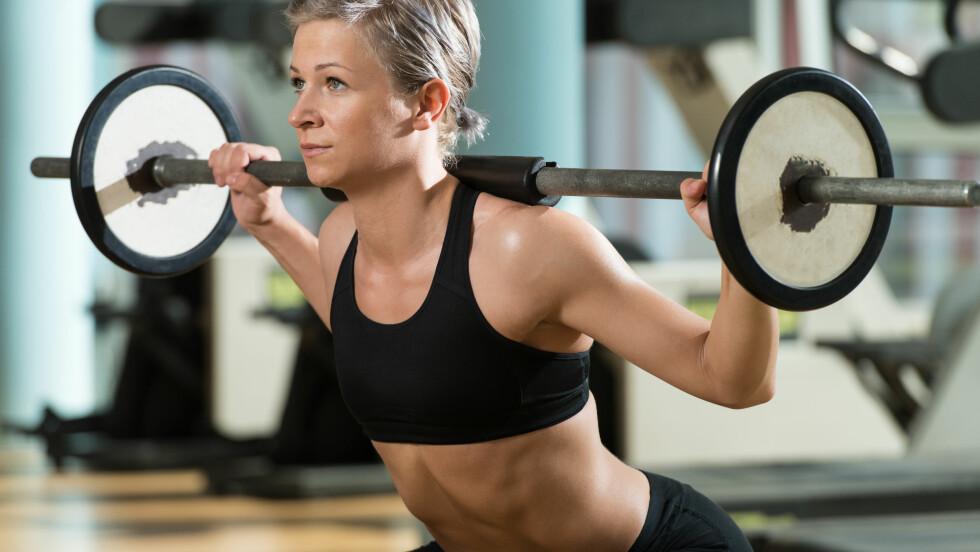 STYRKETRENING: Dersom du har trent tøff styrketrening er det viktig å la musklene hvile seg i minimum 48 timer. Trener du ofte, bør du derfor isolere treningsøktene til forskjellige muskelgrupper. Foto: Jasminko Ibrakovic - Fotolia