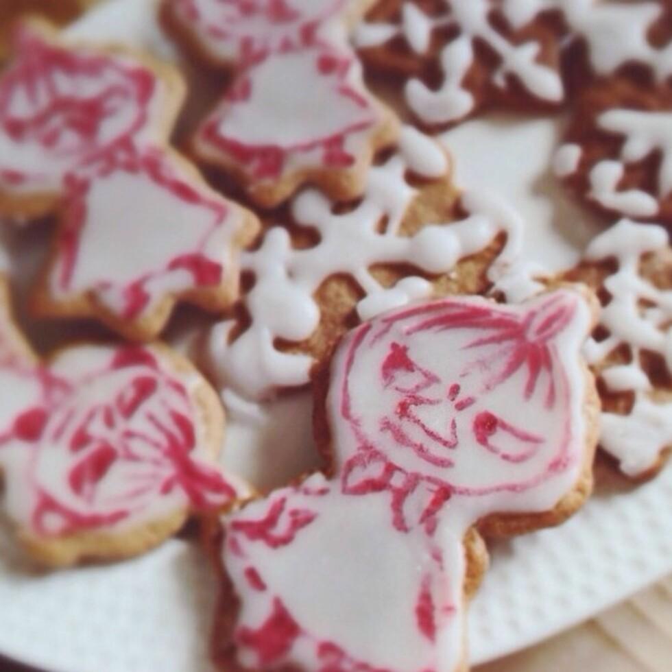 VINNER AV OVERRASKELSE: Linnea Vestre - @iskrystall – ble vinner av en juleoverraskelse med sine morsomme Lille My-pyntede krydderkaker. Foto: @iskrystall Instagram