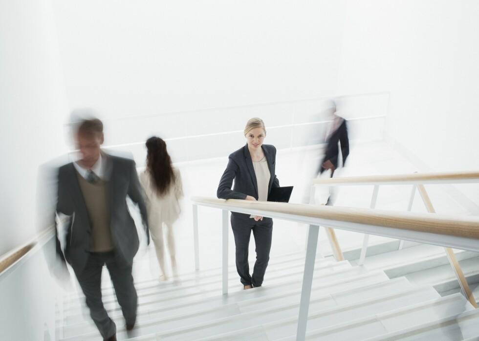 BEVEGELSE: Fysisk aktivitet kan selvsagt øke forbrenningen, og bare det å velge trappen foran heisen er en god måte å få inn mer hverdagsaktivitet på. Foto: REX/Caiaimage/All Over Press