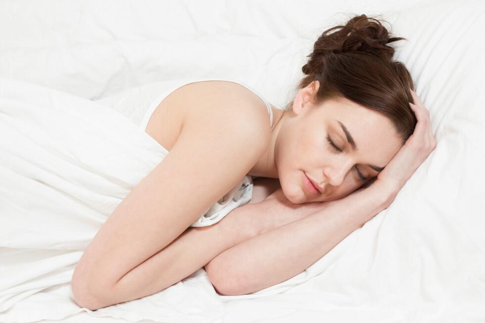 SOV GODT: Liker du å være oppe sent? God søvnkvalititet og faste rutiner gjør det enklere å holde vekta. Foto: incamerastock / Alamy/All Over Press