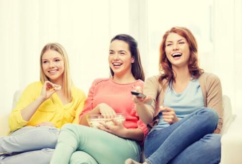 KVELDSMAT BLIR KVELDSNACKS: Hvis du kutter ut kveldsmåltidet ender det ofte med at du går for andre fristelser som popcorn og potetgull i stedet.  Foto: Fotolia