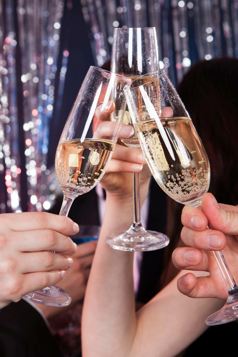 SKÅL: Musserende vin er et naturlig valg når noe skal feires. Foto: Fotolia