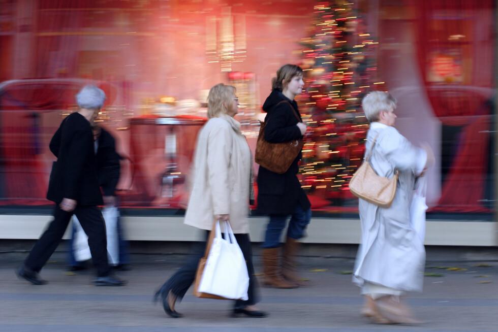 TRAVEL SHOPPING: Julen skal være en høytid fylt med hygge og kos. Men travle dager med forberedelser og overfylte kjøpesentre ender fort opp som alt annet enn kos. Foto: Agencja Fotograficzna Caro / Alamy/All Over Press