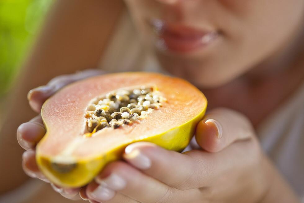 GODT FOR MAGEN: Både papaya og ananas er kjent for å virke mageregulerende, og er derfor lurt å få i seg mellom julematen. Foto: (c) Zero Creatives/Corbis/All Over Press
