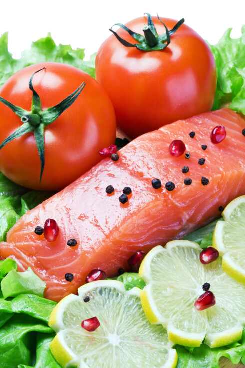 SUNT FETT: Laks gir deg de gode fettsyrene kroppen din er avhengig av. Du bør spise minst en middag med fet fisk i uka, for å få i deg det du trenger. Foto: Colourbox