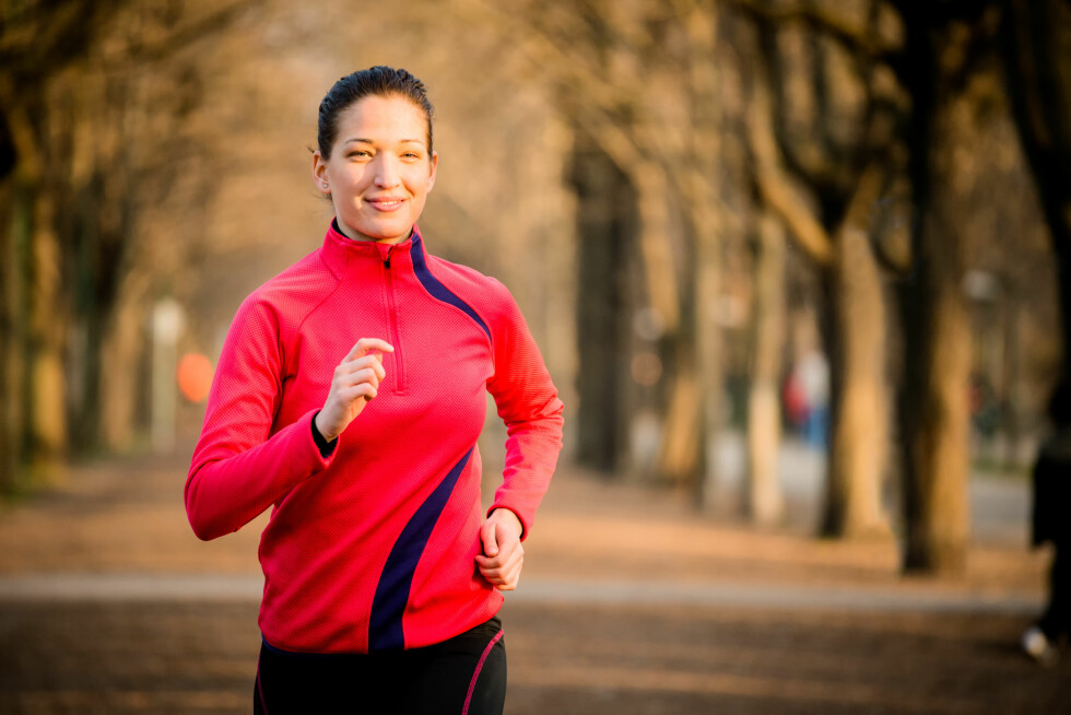 """IKKE GLEM Å LØPE UTE: For at kroppen og musklene ikke skal """"glemme"""" alt arbeidet du har lagt ned i joggingen tidligere, så bør du inkludere en økt i uken ute - også når det er kaldt.  Foto: Martinan - Fotolia"""