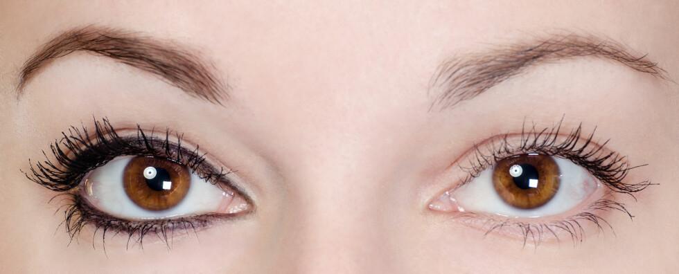 KLASSISK SMINKETABBE: For hard øyensminke kan få deg til å se mye eldre ut. Unngå å bruke mye sort rundt øynene. Hold deg gjerne til litt maskara eller en tynn liner. Foto: Fotolia