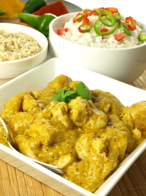 <strong>SPIS INDISK CURRY:</strong> Curry-retter er en fin måte å få i seg gurkemeie på.  Foto: Fotolia