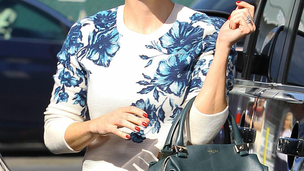 <strong>FORLENGENDE EFFEKT Å VISE FRAM HÅNDLEDDET:</strong> - Hvis du kan vise fram håndleddet, ser du høyere ut, sier skuespiller Kristen Bell (1.55 høy) til WhoWhatWear. Foto: REX/Broadimage/All Over Press