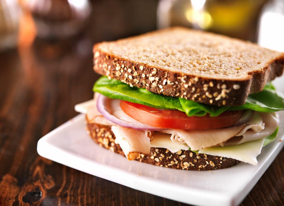 FÅ I DEG NOK: Hvert hovedmåltid bør inneholde litt karbohydrater, proteiner og fett - også frokost. Se hvordan du kan få i deg nok, litt lenger ned i saken.  Foto: Joshua Resnick - Fotolia
