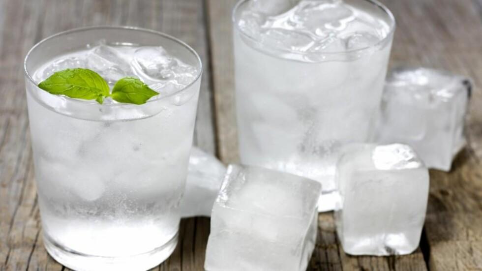 GIR KROPPEN ADRENALIN: Et glass skikkelig kaldt vann, får fart på både kropp og blod. Foto: udra11 - Fotolia