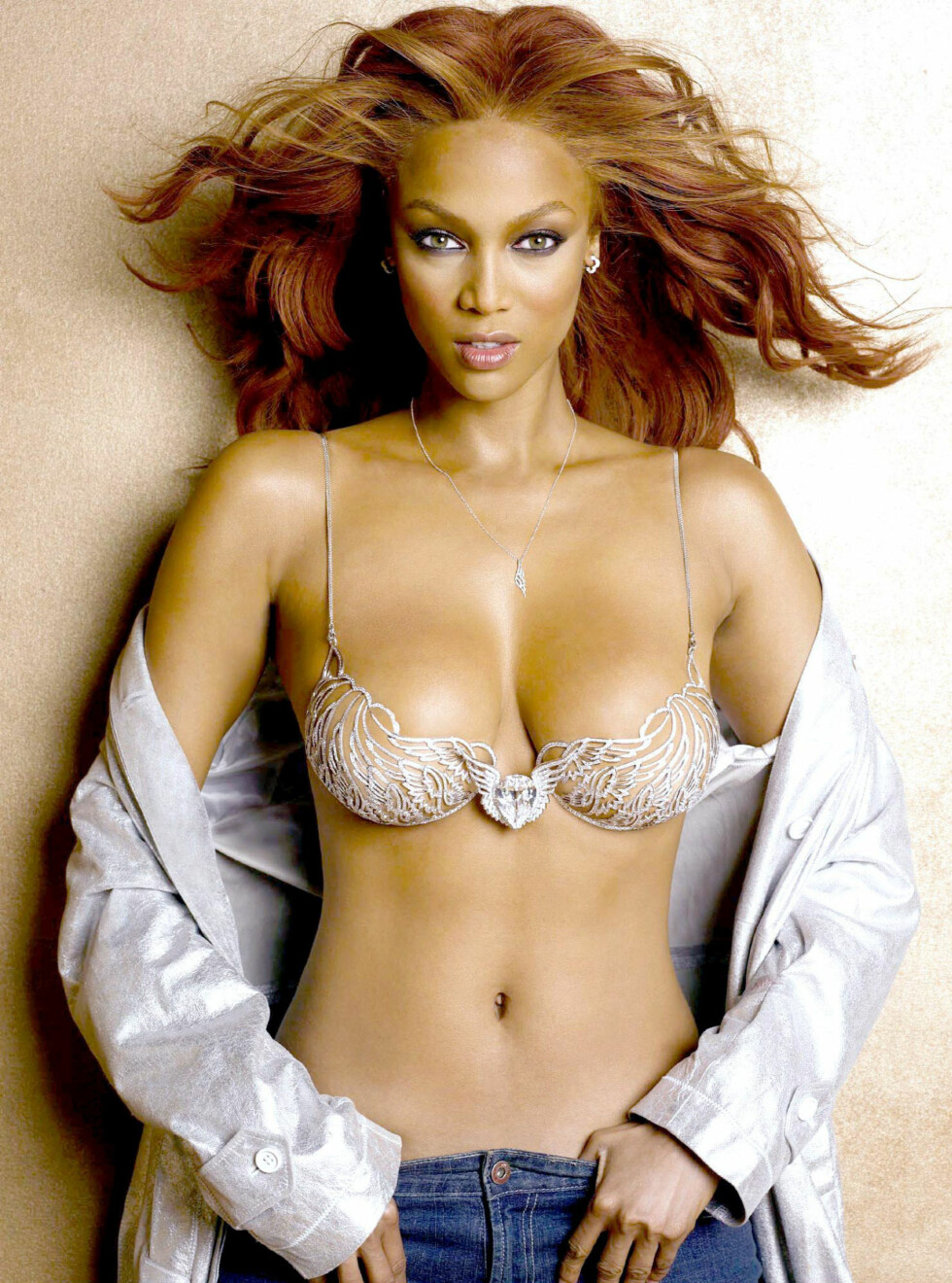 I 70-TALLSSTIL: Tyra Banks i 2004 i The Heavenly 70  Fantasy-bh til nesten 80 millioner kroner. Foto: REX/GREG KIDEL/All Over Press