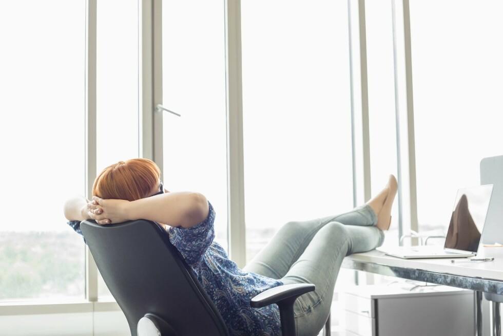 JOBBPAUSE: Sitter du foran en pc hele arbeidsdagen, bør du ikke surfe på nettet når du skal ta deg en 10 minutter, råder Mette Kopp. Foto: REX/Mood Board/All Over Press