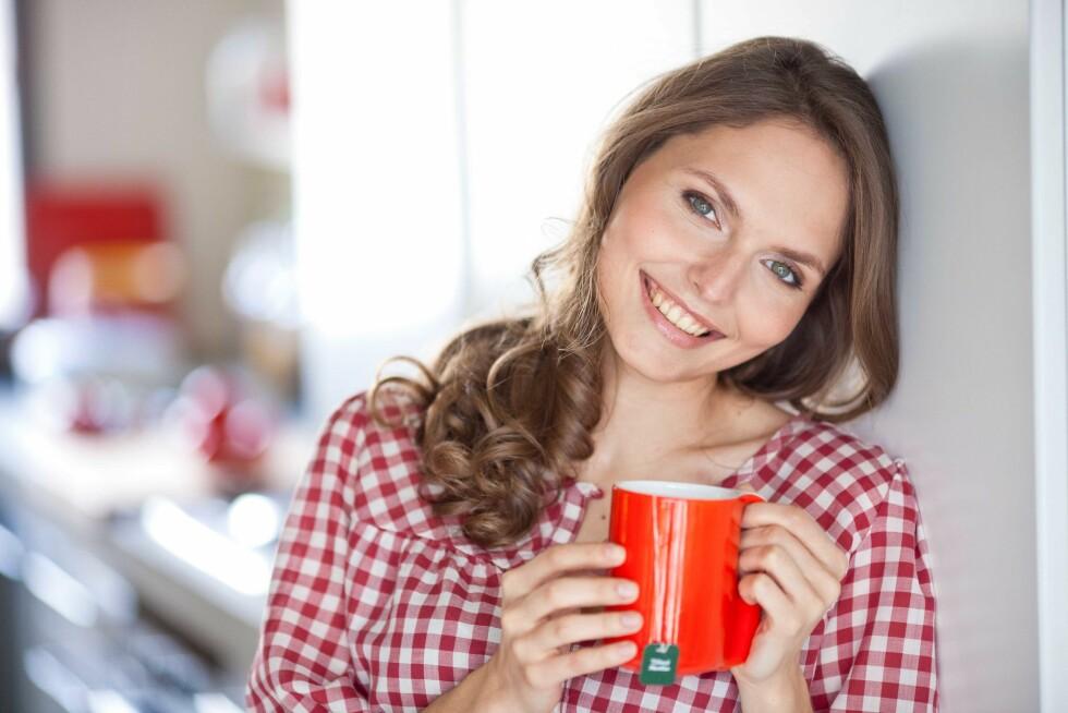 GJØR BARE EN TING: Et av tipsene fra eksperten er virkelig å kjenne etter. Drikker du en kopp te, så gjør bare det og ikke noe annet. Kjenn på koppen, kjenn på smaken og bare det. Foto: REX/Voisin/Phanie/All Over Press