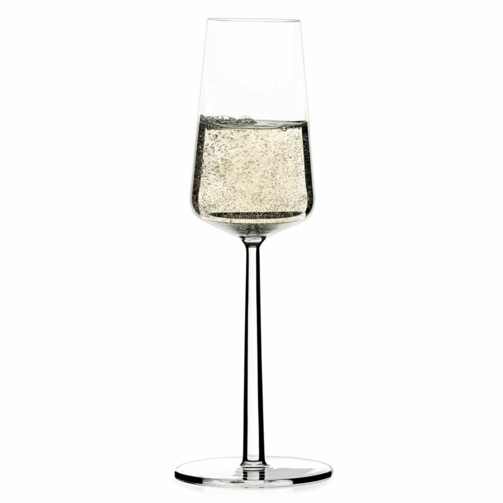 BOBLER: Essence champagneglass fra Ittala (200 kroner for to, scandinaviandesigncenter.no) Foto: Produsentene