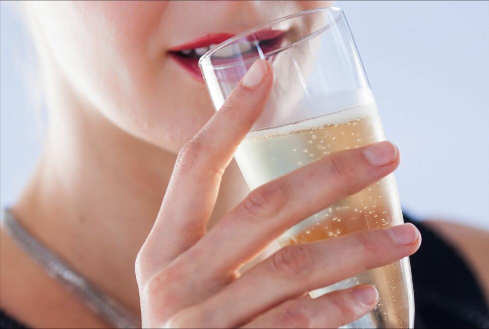 KUN DET YTRE: De tradisjonelle champagneglassene er fine å se på, men er helt katastrofe for smak og duft. Foto: All Over Press