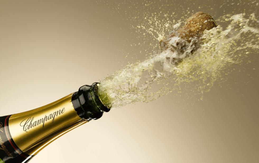 IMPONER GJESTENE: Lag et champagnetårn eller lær deg sablering! Foto: All Over Press