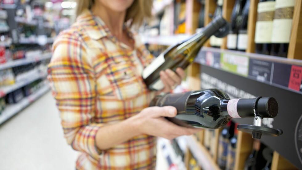 KALORIER OG VIN: Ønsker du en vin med lite kalorier, bør du se etter en som er tørr (uten sukker) og har lav alkoholprosent. Foto: REX/Juice/All Over Press