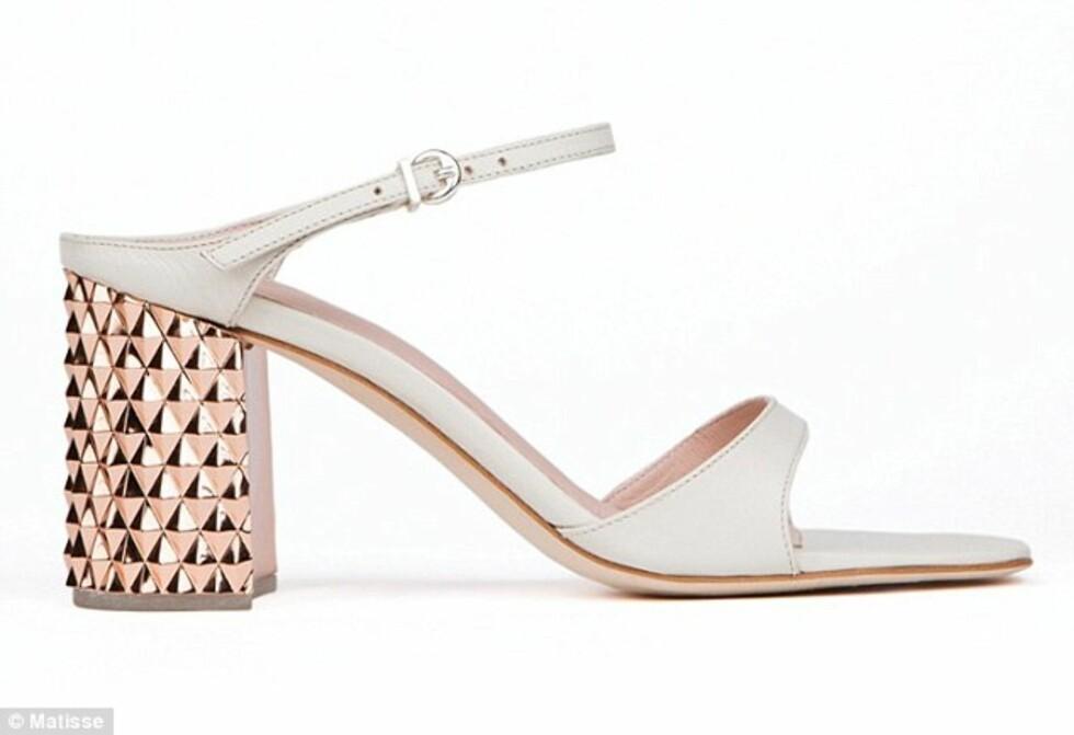 I 60-TALLSSTIL: Lekre sko med tjukke shiny hæler. Foto: © Matisse