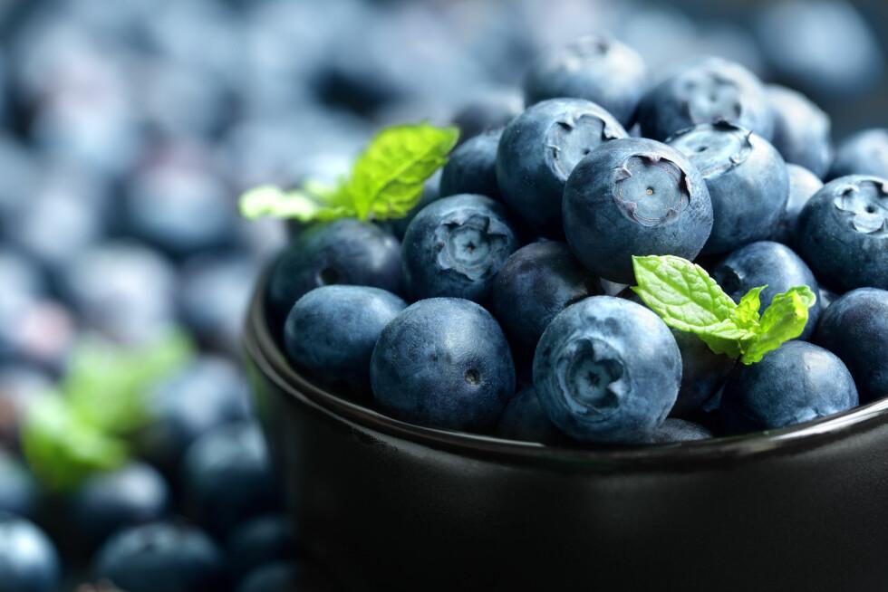 ANTIOKSIDANTER: Hvis du er syk er det viktig å få i seg nok antioksidanter, og den beste kilden er faktisk mat! Se etter matvarer, frukt og bær med masse sterke farger - de inneholder aller mest.  Foto: Brian Jackson - Fotolia