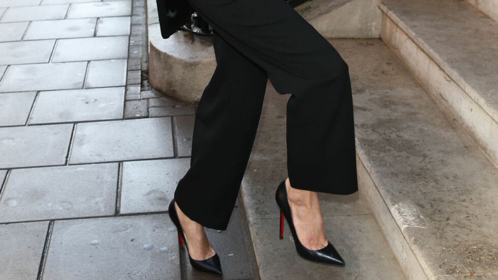 HÆLENE LØFTER HELE BUKSA: Ikke bare gjør de at du ser høyere ut, men den herreinspirerte buksen blir dessuten litt mer feminin. Foto: REX/Beretta/Sims/All Over Press