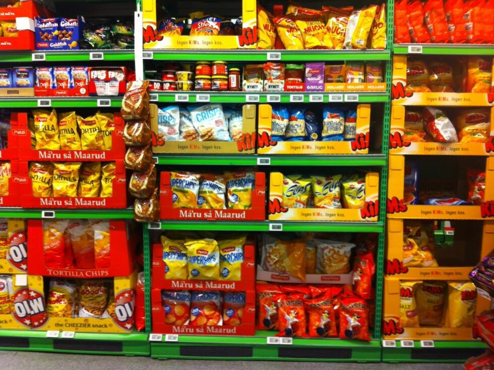 AMOK: Nordmenn går nesten amok i butikkhyllene, og kjøper snacks for rundt 3,8 milliarder kroner i året!  Foto: Stine Helén Tunstrøm