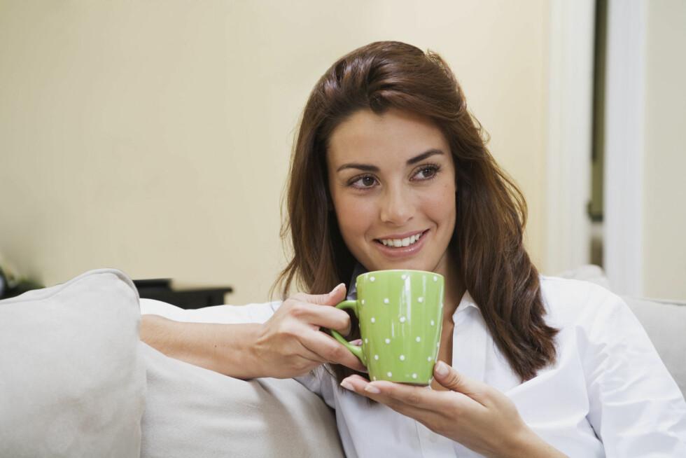 DRIKKE: Dersom du er en av dem som ofte må opp flere ganger om natten for å tisse bør du prøve å ikke drikke så mye på kvelden.  Foto: Thinkstock