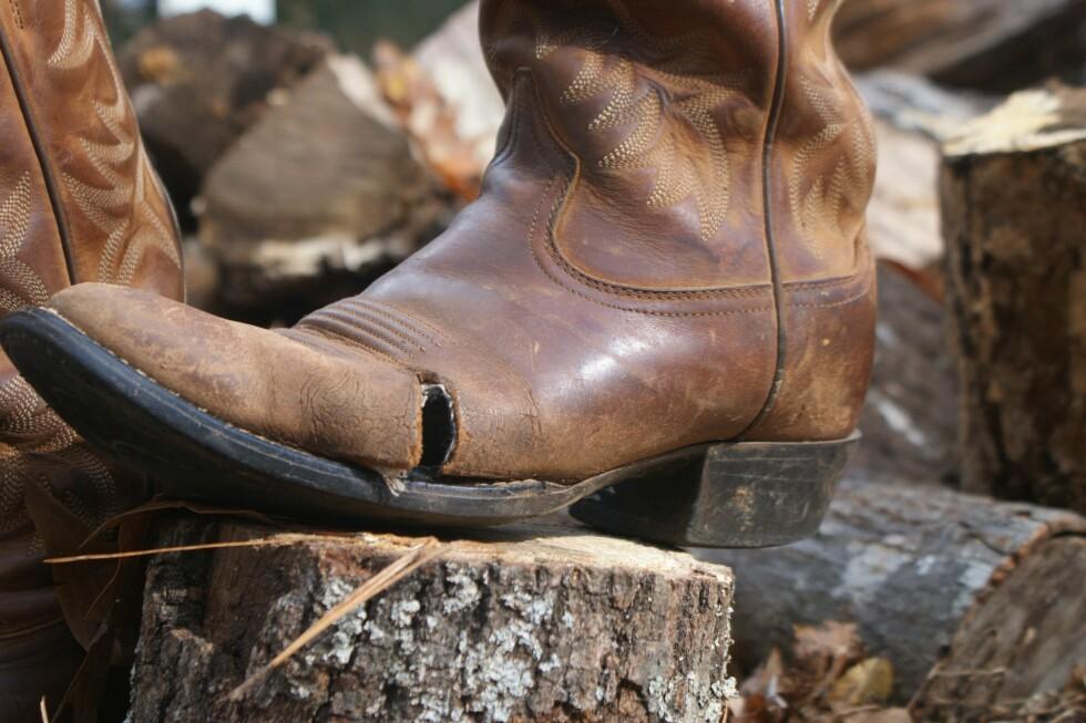 VINK FARVEL: I noen tilfeller lønner det seg ikke å få skomakeren til å fikse støvletten din.  Foto:  Fotolia
