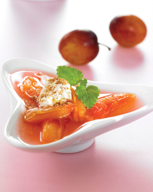 GOD SMAK: Kanel og vaniljestang setter en ekstra god smak på suppen.  Foto: Grete Roede AS