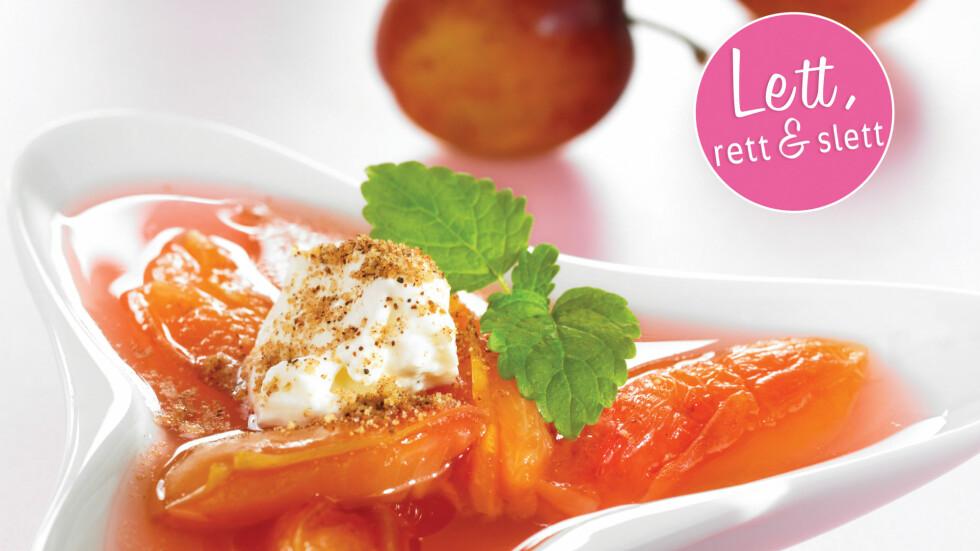 PLOMMESUPPE: Med deilig snøfrisk er supergodt som dessert, eller en liten godbit foran tv-en.  Foto: Grete Roede AS