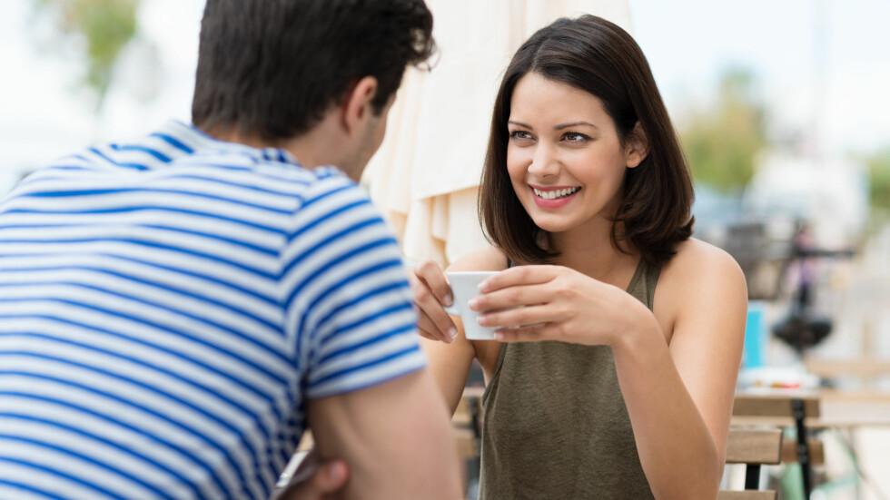 FLØRTER: Menn får helt ubevisst mørkere stemme når de flørter med kvinner de synes er attraktive.  Foto: contrastwerkstatt - Fotolia