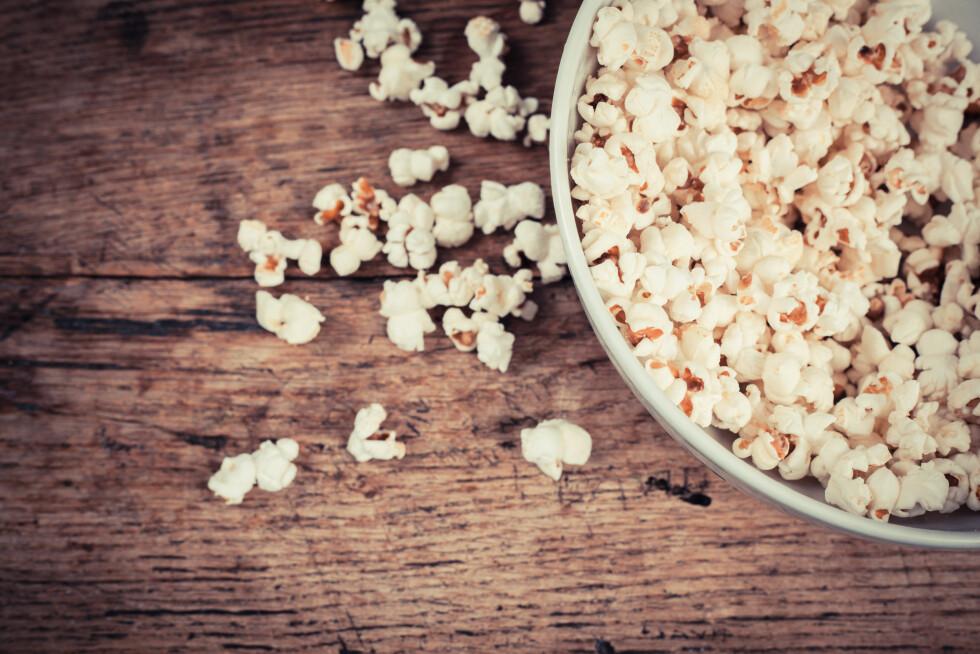 SNACKS MED SMELL: Det er superenkelt å lage perfekt popcorn. Foto: LoloStock - Fotolia