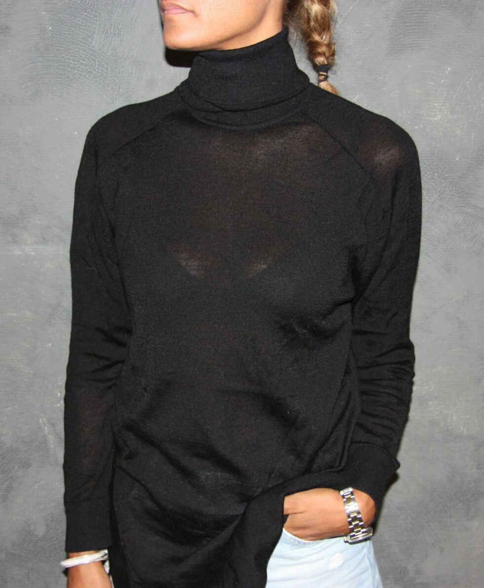 BRED HALS: Unngå inntrykket av en bredere hals ved å velge en svart hals, som sitter tett inntill. Foto: Stine Therese Strand
