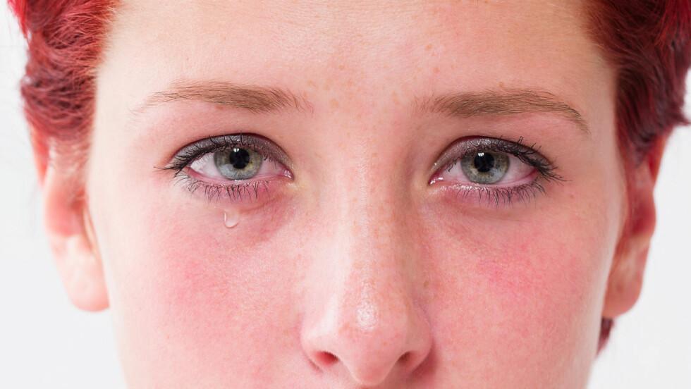 HOLDE IGJEN: Å tvinger seg selv til å holde gråten inne er ikke særlig gunstig for deg i lengden. Kjenner du tårene presser seg på er det viktig at du tillater deg selv å gråte. Foto: Rob Stark - Fotolia