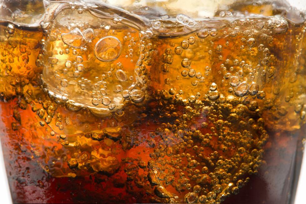 <strong>HVA ER BRUS LAGET AV?:</strong> Brus er hovedsakelig laget av vann og kullsyre som er tilsatt blant annet surhetsregulerende midler og sukker.  Foto: GUAN JIANGCHI - Fotolia